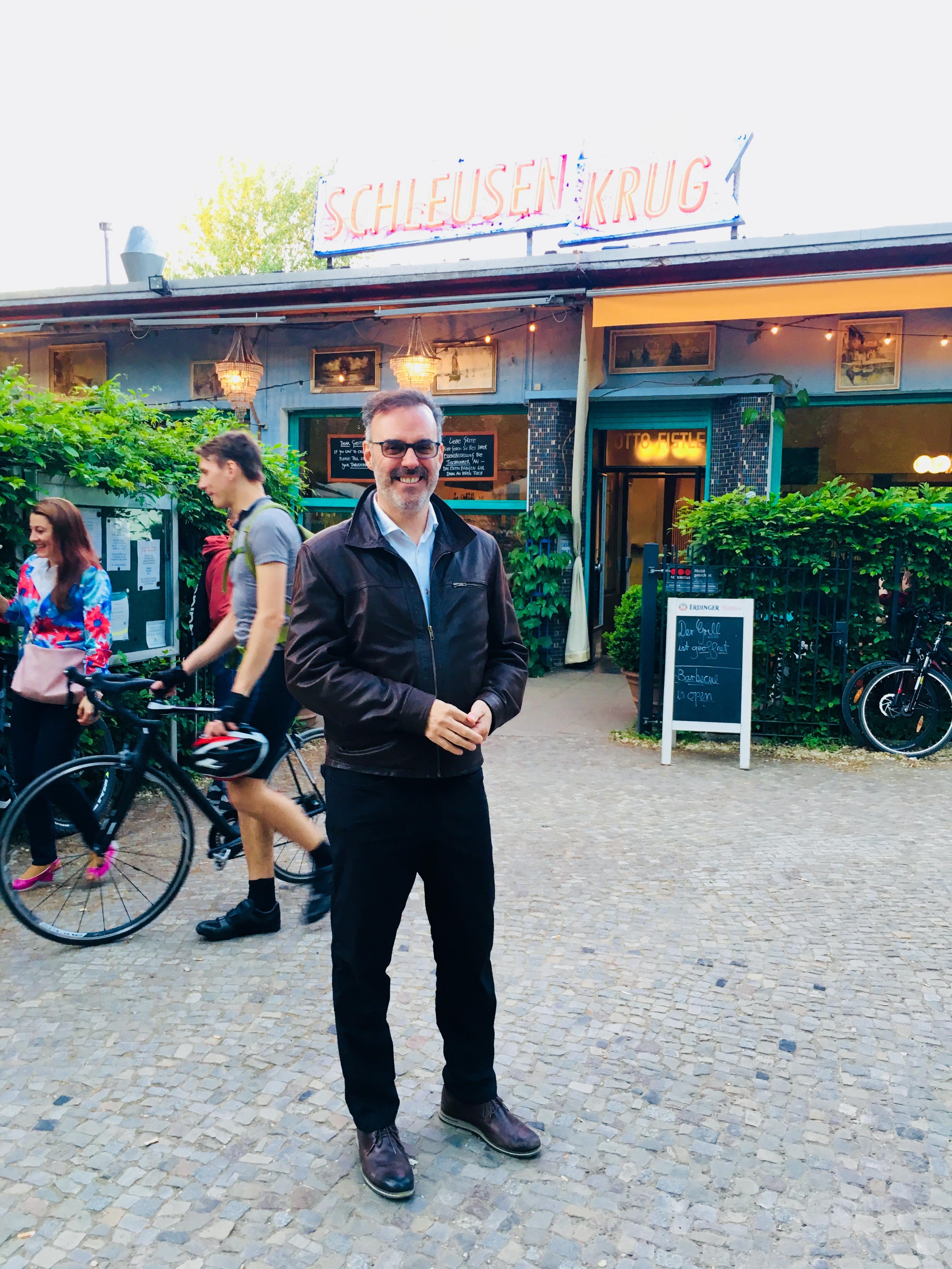 Alain Beauregard nach getaner Arbeit im Schleusenkrug, Berlin