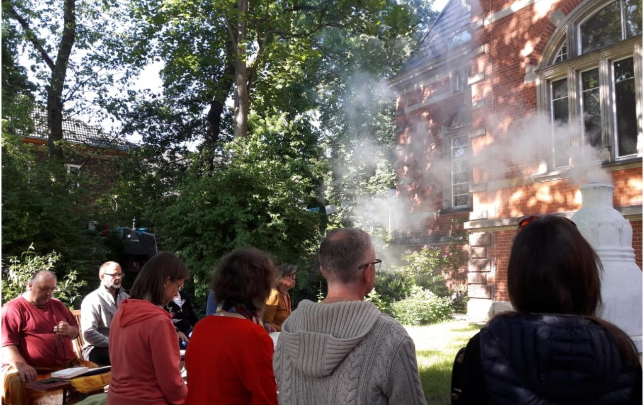 Sang-Praxis im Dharma Mati Berlin anlässlih der Geburt des Buddha (Mai 2018)