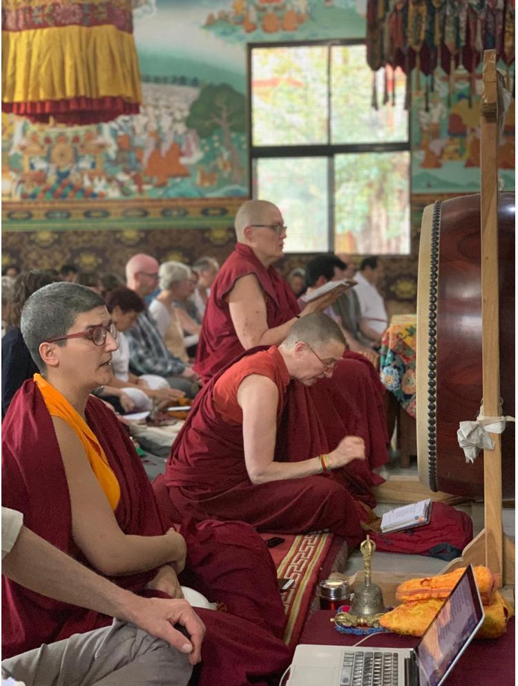 Rigpa Schüler*innen im Shechen Kloster, Bodhgaya, Indien