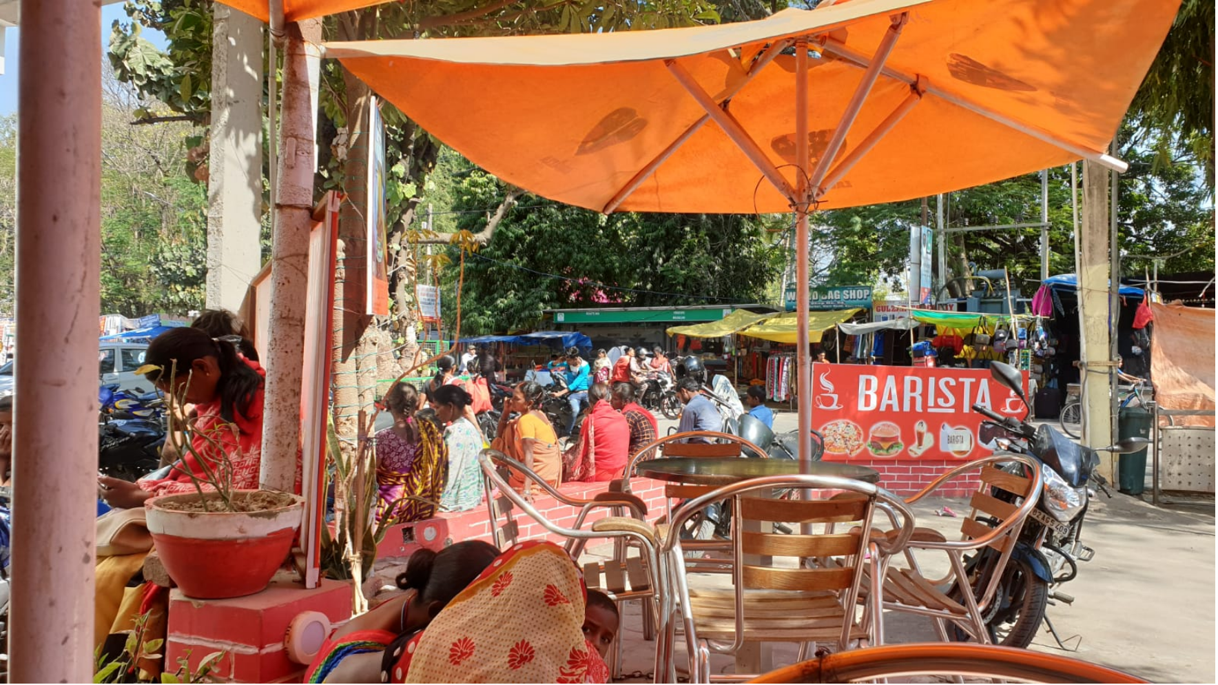 Der Barista mit dem guten Kaffee, Bodhgaya (Indien)