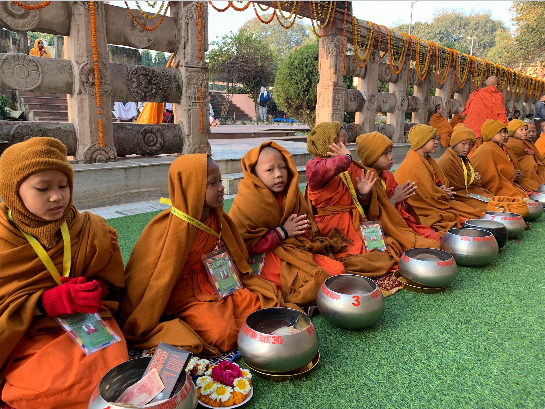 Junge Mönche. Rigpa Gebetsfest, März 2019, Bodhgaya (Indien)